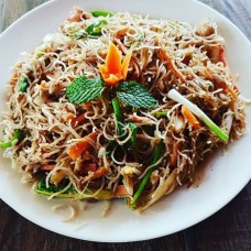SINGAPORE STYLE NOODLES CHICKEN